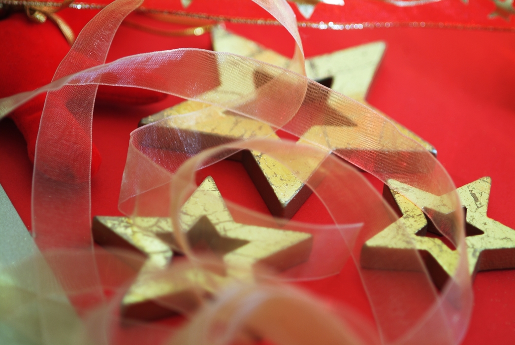 Christmas Ornaments: Gold Stars on Red
