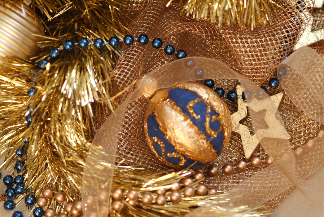 Christmas Ornaments: Gold Star and Ball Decoration